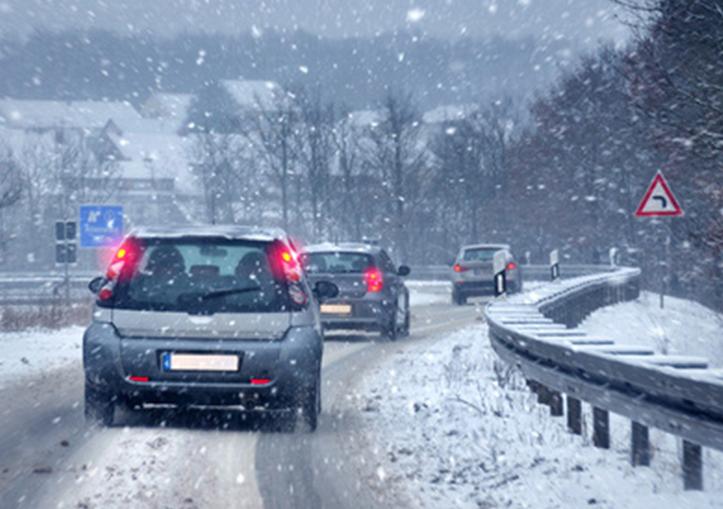 Auf Den Straßen Eis Und Schnee…